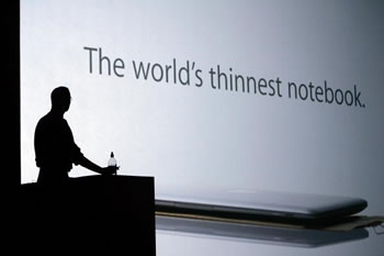 Steve Jobs apresenta o notebook mais fino do mundo